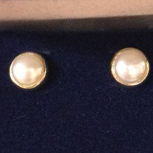 14K Gold Pearl Earrings! ❤️